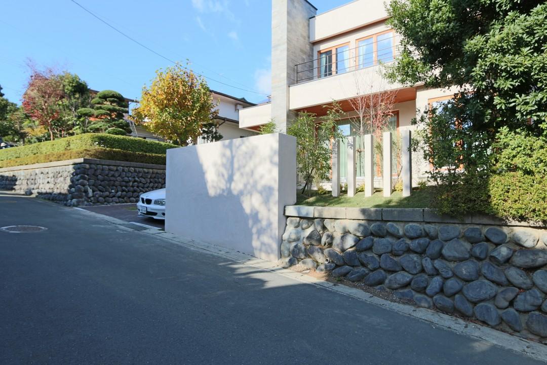 伝統×モダン〈石の家〉