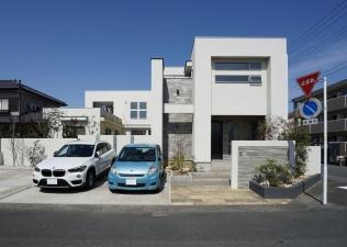 中庭が絆を繋ぐ二世帯住宅